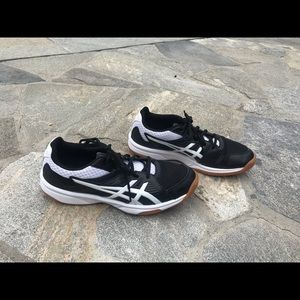 ASICS women size 9 volleyball shoes